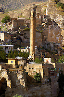 El Rizk Mosque – The Mosque was built in 1409 by the Ayyubid sultan Süleyman and stands on the bank of the Tigris River. It has Kufic incriptions & decorations. Hasankeyf, Turkey 9