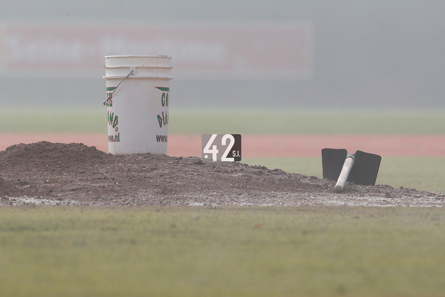24 October 2010: View of the mound in the fog prior to Savigny 8-7 win (in 12 innings) over Rouen, during game 3 of the French championship finals, in Rouen, France.