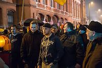 """Etwa 200 Anhaenger des Berliner Ablegers rechten Pegida-Bewegung, Baergida, versammelten sich am Montag den 5. Januar 2015 in Berlin zu einer Demonstration gegen eine angebliche Islamisierung Deutschlands und dagegen, dass """"in 30 Jahren in Deutschland die Sharia herrscht"""", so der Organisator Karl Schmitt.Bis zu 5.000 Menschen protestierten gegen den rechten Ausmarsch und blockierten bei Regen die Marschroute mehrere Stunden. Die Polizei schaffte es nicht mit koerperlicher Gewalt die Blockade zu beenden, so dass die Rechten nach drei Stunden nach Hause gehen mussten. Die Baergida-Anhaenger, """"Berlin gegen die Islamisierung des Abendlandes"""", feierten dies aber dennoch als Sieg. Waren zur ersten Baergida-Aktion eine Woche zuvor nur 5 Menschen gekommen.<br /> Unter den Anhaengern von Baergida waren viele bekannte militante Neonazis und Hooligans sowie Mitglieder der Rechtsparteien AfD und Pro Deutschland und der rechtsradikalen German Defense League. Immer wieder wurde skandiert """"Luegenpresse, auf die Fresse"""" und dass die Journalisten nach Israel verschwinden sollen.<br /> Im Bild: Rechtsradikale des sog. """"Nationalen Widerstand"""".<br /> 5.1.2015, Berlin<br /> Copyright: Christian-Ditsch.de<br /> [Inhaltsveraendernde Manipulation des Fotos nur nach ausdruecklicher Genehmigung des Fotografen. Vereinbarungen ueber Abtretung von Persoenlichkeitsrechten/Model Release der abgebildeten Person/Personen liegen nicht vor. NO MODEL RELEASE! Nur fuer Redaktionelle Zwecke. Don't publish without copyright Christian-Ditsch.de, Veroeffentlichung nur mit Fotografennennung, sowie gegen Honorar, MwSt. und Beleg. Konto: I N G - D i B a, IBAN DE58500105175400192269, BIC INGDDEFFXXX, Kontakt: post@christian-ditsch.de<br /> Bei der Bearbeitung der Dateiinformationen darf die Urheberkennzeichnung in den EXIF- und  IPTC-Daten nicht entfernt werden, diese sind in digitalen Medien nach §95c UrhG rechtlich geschuetzt. Der Urhebervermerk wird gemaess §13 UrhG verlangt.]"""