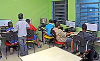 Aula de informatica no Centro das Crianças e Adolescentes da Prefeitura de Sao Paulo. Sao Paulo. 2015. Foto de Marcia Minillo.
