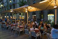 Spanien, Barcelona, Straßenrestaurant auf der Rambla