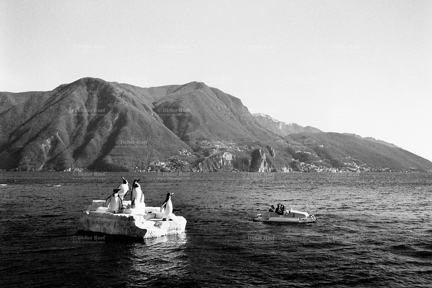 Switzerland. Canton Ticino. Lugano. A family is having fun in a pedalo on the Lake Lugano (also called  Lake Ceresio). Fake iceberg and pinguins. 10.03.98 © 1998 Didier Ruef