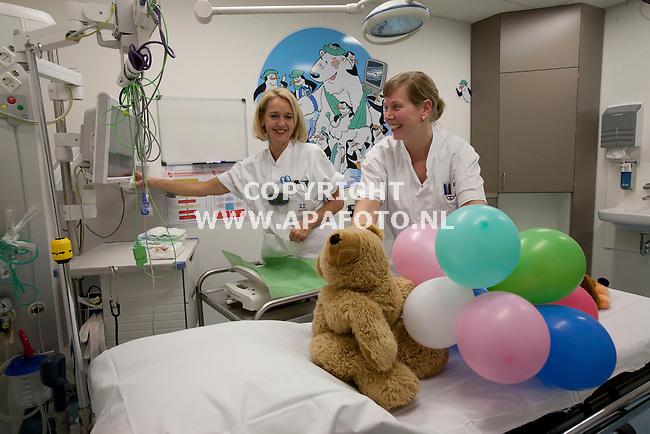 Arnhem, 050312<br /> Twee verpleegkundigen staan klaar om kinderen op te vangen in de spoedeisendehulp speciaal voor kinderen.<br /> Foto: Sjef Prins - APA Foto