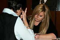 19 Nov 2005, Montreal (Qc) Canada<br /> Nathalie Simard<br /> Salon du Livre de Montreal<br /> Photo : Pierre Roussel / Images Distribution