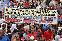 RIO DE JANEIRO, RJ, 29 DE JANEIRO DE 2012 - MANIFESTACAO BOMBEIROS - Bombeiros realizam manifestação na praia de Copacabana, zona sul do Rio de Janeiro, na manhã deste domingo (29). A categoria reivindica melhores condições de trabalho e reajuste salarial. Membros das polícias militar e civil, além da guarda municipal, apoiaram os colegas durante o ato pacífico. (FOTO: GUTO MAIA - NEWS FREE)