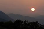 Italy, Veneto, Lake Garda, near Garda: sunrise   Italien, Venetien, Gardasee, bei Garda: Sonnenaufgang