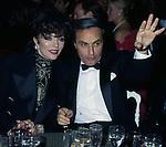 JOAN COLLINS, SAMIR TRABOULSI E <br /> PREMIO THE BEST PETIT PALACE PARIGI 1989