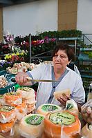 Europe/Espagne/Guipuscoa/Pays Basque/Saint-Sébastien: Le marché de La Bretxa se trouve dans le vieux quartier de Saint Sébastien - Etal fromage de brebis locaux