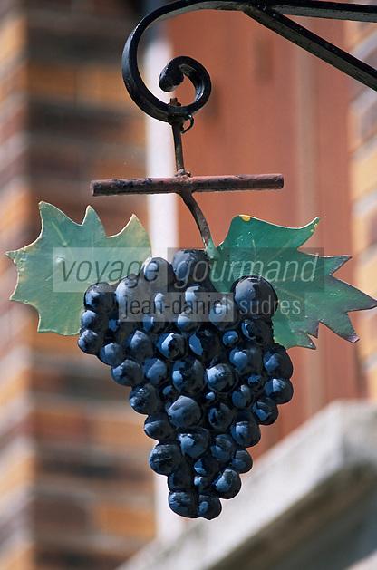 Europe/France/Champagne-Ardenne/51/Marne/Hautviliers: Détail enseigne d'un vigneron - Grappe de raisin - Champagne de la vallée de la Marne