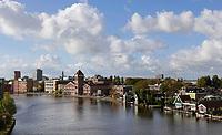 Nederland - Zaanstad Zaandam- 2020.   Huizen aan de Zaan. Links de oude Verkade Fabriek.   Foto ANP / HH / Berlinda van Dam