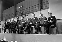 ARCHIVE -<br />  Congres du Mouvement Souvrainetee-ssociation - Rene Levesque et les membres du nouveau parti Quebecois <br /> Date : Entre le 13 et le 19 octobre 1969<br /> <br />  PHOTO :  © Agence Québec Presse, Fonds Photo Moderne