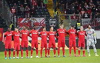 RB Salzburg bei der Schweigeminute - 20.02.2020: Eintracht Frankfurt vs. RB Salzburg, UEFA Europa League, Hinspiel Round of 32, Commerzbank Arena DISCLAIMER: DFL regulations prohibit any use of photographs as image sequences and/or quasi-video.