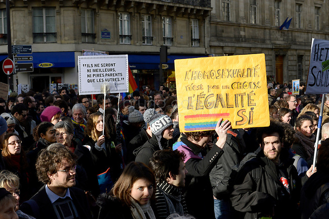 """FRANCE, Paris, 27/01/2013, Manifestation pour le mariage homosexuel..""""L'homosexualité n'est pas un choix, l'égalité si""""..Entre 135000 et 400000 personnes ont défilé à Paris entre la place Denfert-Rochereau et la place dela Bastille pour réclamer le mariage pour tous et la procréation médicalement assistée  (PMA) pour les couples homosexuels. Ils entendaient faire pression sur le gouvernement de François Hollande à deux jours de l'étude de la loi par le parlement..Il y a deux semaines, les opposants au mariage et à la PMA pour les homosexuels avaient réuni entre 400000 et 800000 personnes dans les rues de Paris..© Bruno Cogez..FRANCE, Paris, 27/01/2013, Demontration for gay marriage..""""Homosexuality is not a choice,  equality is""""..Between 135,000 and 400,000 people marched in Paris from the square Denfert-Rochereau to the square  Bastille  for marriage and for  medically assisted procreation (MAP) for homosexual couples. They wanted to put pressure on the government of François Hollande two days before the study of law by parliament..Two weeks ago, opponents of marriage and MAP homosexuals had met between 400,000 and 800,000 people in the streets of Paris..© Bruno Cogez"""