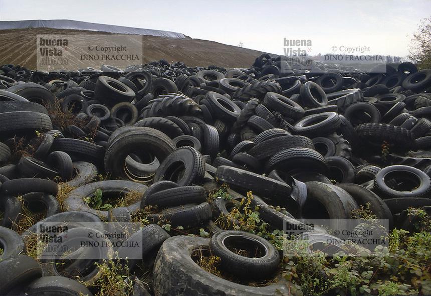 - tires rubbish dump <br /> <br /> - discarica di pneumatici