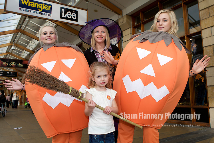 Pix: Shaun Flannery/shaunflanneryphotography.com...COPYRIGHT PICTURE>>SHAUN FLANNERY>01302-570814>>07778315553>>..31st October 2009............Lakeside Village, Doncaster. Halloween event..Pumpkins Holly Arbon-Davis and Jody Farrar (tall) pictured with Holly Carter (4) of Brigg.