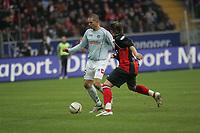 Leon Andreasen (FSV Mainz 05) im Zweikampf mit Albert Streit (Eintracht Frankfurt)