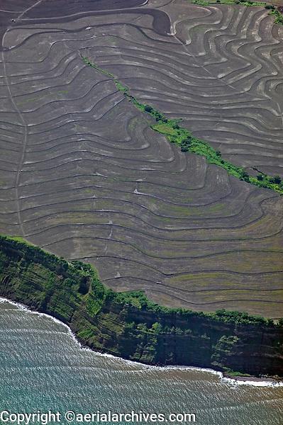 aerial photograph of contour farming along a slope at the Pacific Coast of Nicaragua | fotografía aérea de la agricultura de contorno a lo largo de una ladera en la costa del Pacífico de Nicaragua