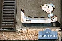 France/2B/Haute Corse/Nebbio/Saint-Florent: détail vieille plaque publicitaire sur un mur