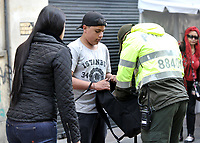 BOGOTÁ-COLOMBIA, 27-10-2019: Agentes de Policía Nacional, garantizan La seguridad antes del ingreso de los votantes a los puestos de votación en la Plaza de Bolívar, durante la jornada de Elecciones Autoridades Territoriales 2019. / National Police Agents, guarantees the security before the entry of the voters to the polling stations in the Plaza de Bolívar,during the day of Elections Territorial Authorities 2019. Photo: VizzorImage/ Luis Ramírez / Staff.