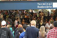 FOTO EMBARGADA PARA VEICULOS INTERNACIONAIS. SAO PAULO, SP, 14-11-2012, MOVIMENTACAO RODOVIARIA TIETE. Um grande numero de passageiros e esperado para a tarde de hoje na Rodoviaria do Tiete, na saida do paulistano para o feriado prolongadp da Procl. da Republica. Boa parte dos destinos ja nao tem mais passagens, apesar das empresas colocarem onibus extras. Luiz Guarnieri/ Brazil Photo Press