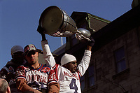 Defile de la coupe grey, le 25 Novembre 2002 au centre-ville.<br /> <br /> PHOTO : Agence Quebec Presse