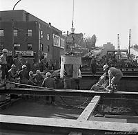 Creusement du métro au coin des rues Berri et Ontario. 10 octobre 1963