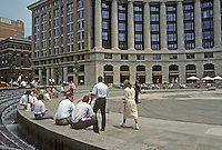 Washington D.C. : Market Square (not a square at all!) and lunchtime crowd at Navy Memorial Plaza. Photo '91.