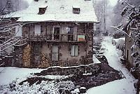 Europe/France/Auvergne/15/Cantal/Vic sur Cère: Vieille maison dans le vieux village en hiver