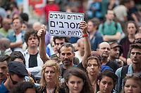 """Israelis demonstrieren in Berlin  gegen Gaza-Krieg.<br /> Mehrere hundert Menschen folgtem einem Aufruf von Israelis und Juden die in Berlin leben zu einer Demonstration gegen den Krieg Israels gegen im Gaza-Streifen. An der Demonstration nahmen auch Menschen aus arabischen Laendern und Deutschland teil. Gemeinsam riefen sie Parolen gegen Israel, Antisemitismus, Antiislamismus und forderten ein sofortiges Ende des Krieges.<br /> Im Bild: Demonstranten halten Schilder mit der hebraeischen Aufschrift """"Juedinnen und Araberinnen weigern sich Feinde zu sein"""".<br /> 30.7.2014, Berlin<br /> Copyright: Christian-Ditsch.de<br /> [Inhaltsveraendernde Manipulation des Fotos nur nach ausdruecklicher Genehmigung des Fotografen. Vereinbarungen ueber Abtretung von Persoenlichkeitsrechten/Model Release der abgebildeten Person/Personen liegen nicht vor. NO MODEL RELEASE! Don't publish without copyright Christian-Ditsch.de, Veroeffentlichung nur mit Fotografennennung, sowie gegen Honorar, MwSt. und Beleg. Konto: I N G - D i B a, IBAN DE58500105175400192269, BIC INGDDEFFXXX, Kontakt: post@christian-ditsch.de<br /> Urhebervermerk wird gemaess Paragraph 13 UHG verlangt.]"""