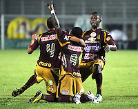 IBAGUE -COLOMBIA- 24-08-2013. Yimmi Chara  del Deportes Tolima  celebra el gol  contra el Cúcuta Deportivo , partido correspondiente a la  sexta fecha de la Liga Postobón segundo semestre disputado en el estadio Manuell Murillo Toro / Yimmi Chara Deportes Tolima celebrates goal against Deportivo Cucuta, game in the sixth round of the second half Postobón League match at the Murillo Toro stadium Manuell Foto: Felipe Caicedo  / STAFF