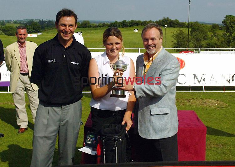 Wales Open 2004.Coca-Cola junior Golf.Celtic Manor Resort - Wentwood Hills.©Steve Pope.Sportingwales.com.07798 83 00 89.The Manor .Coldra Woods.Newport.South Wales.NP18 1HQ.David Howells