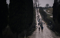 peloton down a tricky descent on the muddy course<br /> <br /> 12th Strade Bianche 2018<br /> Siena > Siena: 184km (ITALY)