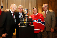 Le maire Denis Coderre et d'anciens joueurs du CANADIEN lors du lancement de l'exposition De la Ruelle a la Legende<br /> , le 17 fevrier 2015, a l'Hotel de ville<br /> <br /> <br /> PHOTO :   Agence Quebec Presse