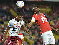 BOGOTÁ - COLOMBIA, 25-10-2017: Javier Lopez (Der.) jugador de Santa Fe disputa el balón con Juan Guillermo Arboleda (Izq.) jugador del Tolima durante el encuentro entre Independiente Santa Fe y Deportes Tolima por la fecha 15 de la Liga Aguila II 2017 jugado en el estadio Nemesio Camacho El Campin de la ciudad de Bogotá. / Javier Lopez (R) player of Santa Fe struggles for the ball with Juan Guillermo Arboleda (L) player of Tolima during match between Independiente Santa Fe and Deportes Tolima for the date 15 of the Aguila League II 2017 played at the Nemesio Camacho El Campin Stadium in Bogota city. Photo: VizzorImage/ Gabriel Aponte / Staff