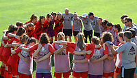 Belgian players and the staff pictured at the huddle before an international friendly female soccer game between the national teams of Belgium , called the Red Flames U17 and the Netherlands on Wednesday 8th of September 2020  in Kalmthout , Belgium . PHOTO SPORTPIX.BE | SPP | SEVIL OKTEM