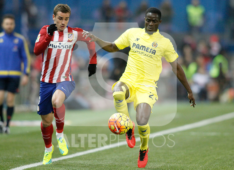Atletico de Madrid's Antoine Griezmann (l) and Villareal's Eric Bailly during La Liga match. February 21,2016. (ALTERPHOTOS/Acero)