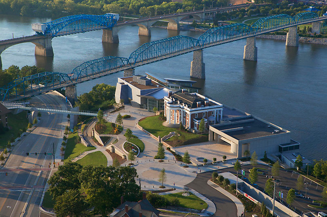 Hunter Museum above bridges and Tennessee River