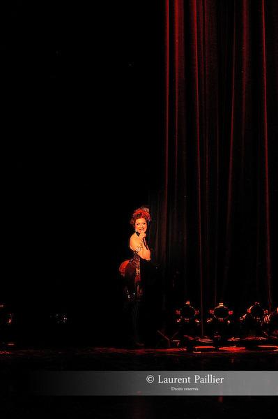 CABARET NEW BURLESQUE..Performance....Mise en scene : HARTL Kitty..Avec :..ON THE KEYS Kitten..Lieu : La Coupole..Ville : Paris..Le : 30 12 2010..© Laurent PAILLIER / photosdedanse.com..All rights reserved