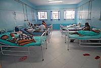 Leitos de doentes no Hospital Darcy Vargas. Rio de Janeiro. 2006. Foto de Luciana Whitaker.