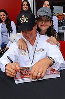Ozz Negri and daughter, #60 Michael Shank Racing Ford/Riley