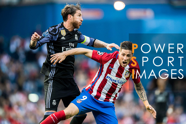 Sergio Ramos (l) of Real Madrid fights for the ball with Fernando Torres of Atletico de Madrid during their 2016-17 UEFA Champions League Semifinals 2nd leg match between Atletico de Madrid and Real Madrid at the Estadio Vicente Calderon on 10 May 2017 in Madrid, Spain. Photo by Diego Gonzalez Souto / Power Sport Images