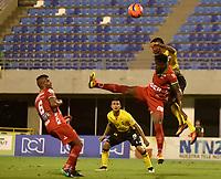 BARRANCABERMEJA- COLOMBIA - 10 - 05 - 2017: Juan Rios (Der.) jugador de Alianza Petrolera, disputa el balón con Oscar Cabezas (Izq.) jugador de Patriotas F.C., durante partido Alianza Petrolera y Patriotas F.C., de la fecha 17 por la Liga Aguila I 2017 en el estadio Daniel Villa Zapata en la ciudad de Barrancabermeja. / Juan Rios (R) player of Alianza Petrolera, figths the ball with Oscar Cabezas (L) player of Patriotas F.C., during a match between Alianza Petrolera and Patriotas F.C., for date 17th the Liga Aguila I 2017 at the Daniel Villa Zapata stadium in Barrancabermeja city. Photo: VizzorImage  / Jose D Martinez / Cont.