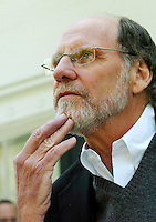 New Jersey Gov. Jon Corzine fields questions during a news conference outside of his official residence Drumthwacket, Monday, May, 7, 2007 in Princeton, New Jersey. (Bradley C Bower/Bloomberg News)