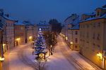 Tschechien, Boehmen, Prag: Winter in Prag, verschneite Strasse Na Kampe | Czech Republic, Bohemia, Prague: Na Kampe, Snowy street scene