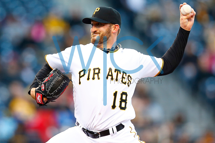 Jonathon Niese #18 of the Pittsburgh Pirates pitches against the St. Louis Cardinals in the first inning during the game at PNC Park in Pittsburgh, Pennsylvania on April 5, 2016. (Photo by Jared Wickerham / DKPS)
