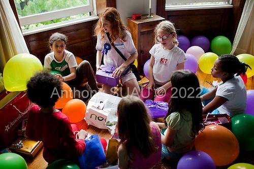 Brooklyn, New York<br /> May 8, 2010<br /> <br /> Oxanna's 10th birthday with friends: Thalya, Mira, Alexi, Hanna, Mia and Ama.
