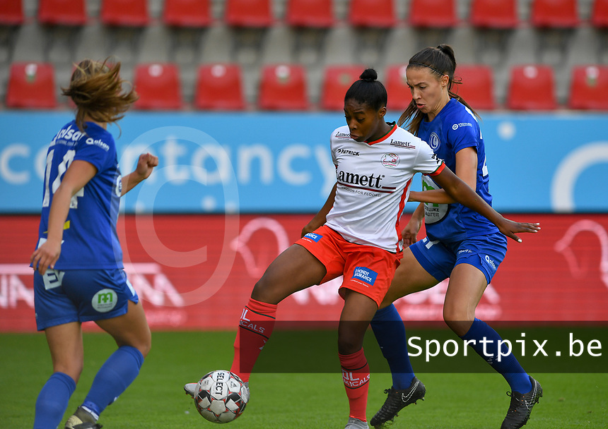 Gent's Silke Vanwynsberghe (21)  pictured  defending on Essevee's Esther Buabadi during a female soccer game between Zulte Waregem and the KAA Gent Ladies on the fourth matchday of the 2020 - 2021 season of Belgian Scooore Womens Super League , saturday 10 October 2020  in Waregem , Belgium . PHOTO SPORTPIX.BE | SPP | DAVID CATRY