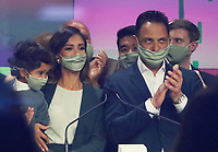 NEW YORK, NY - MAY 5: Jessica Alba Founder with Hayes Warren and Nick Vlahos CEO of The Honest Company rings the Opening Bell at Nasdaq in New York City on May 05, 2021. <br /> CAP/MPI/RW<br /> ©RW/MPI/Capital Pictures