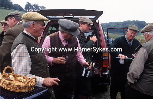 Game bird shoot Sussex Downs UK. Wealthy lifestyle gentleman farmer with colleagues businessmen Pheasant shooting party having lunch 2000s  Singleton, West Sussex. 2004