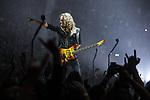 © Joel Goodman - 07973 332324 . 28/10/2017 . Manchester , UK . Kirk Hammett . Metallica perform at the Manchester Arena . Photo credit : Joel Goodman